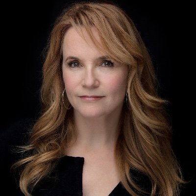 Lea Thompson- Early life, career and net worth ?