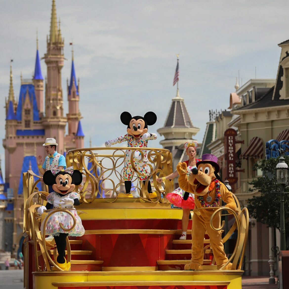 Theme parks in Florida are reducing Covid protocols!
